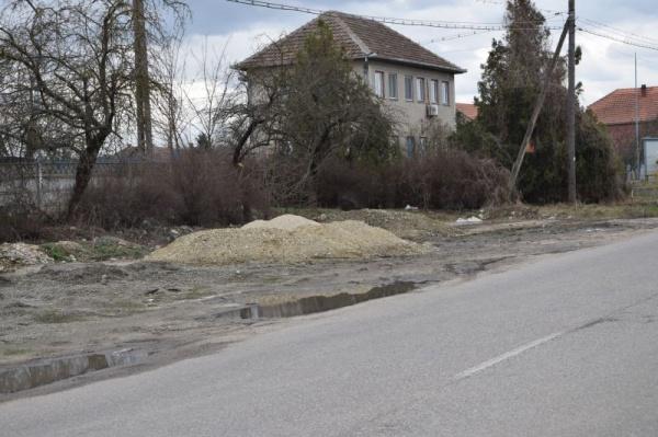 Spațiu verde și parcare distrusă la Carei