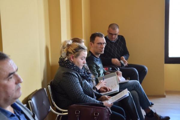 Servilism și dezinformare. Consilierul primarului ,,nu provocați maghiarii,,  ascunde de ochii cititorilor propunerea consilierei UDMR Eva Mărginean