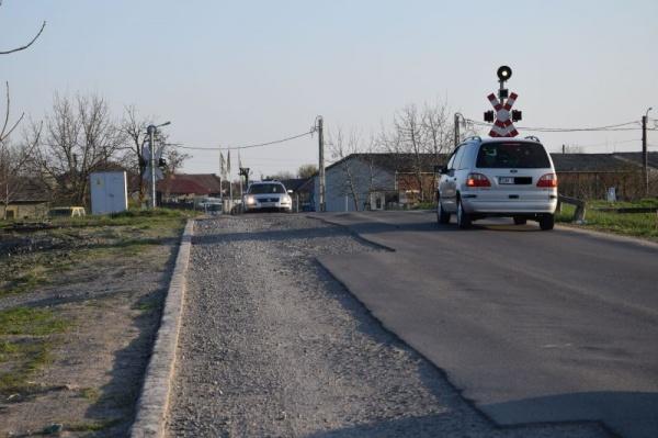 Atenție șoferi la trecerea peste calea ferată de la ieșirea spre Berveni!