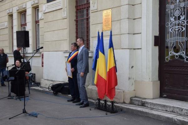 Desconsiderarea memoriei românilor din 1918 de primarul Kovacs. Pagina de Facebook a Primăriei Carei – organ  de propagandă mincinoasă