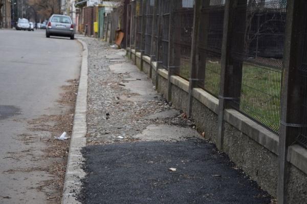 Record! 2 ani nu ajung administrației Kovacs-Keizer pentru a repara un trotuar