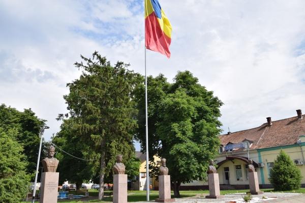 Mihai Viteazul şi Regele Ferdinand sub tricolor la Luduş