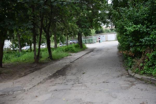 Trotuarele din cartierul Republicii strigă ,, Vrem reabilitare!,,