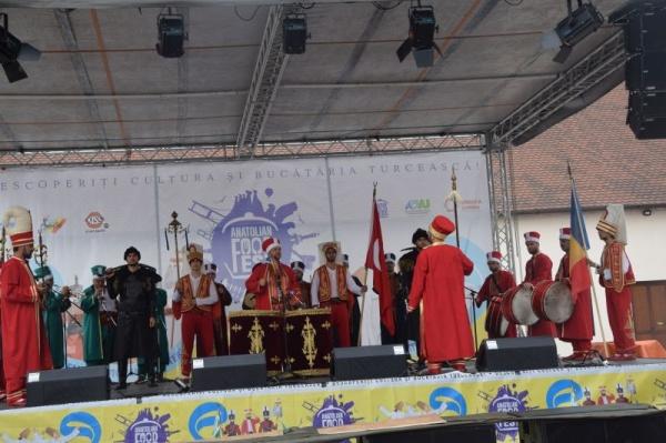 Cântece patriotice românești la Festivalul Turcesc de la Oradea