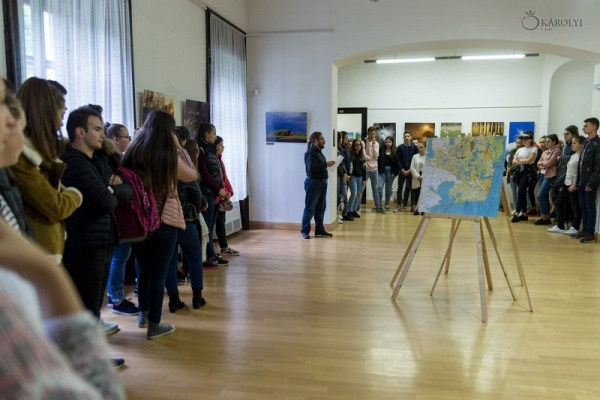 """Elevi careieni la vernisajul expoziției de fotografie """"Delta Dunării"""""""