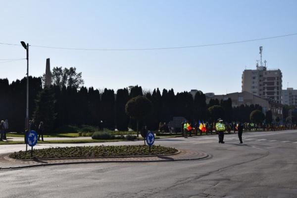 Imagini cu Monumentul Ostașului Român și Primăria Carei pentru Adriana Merk