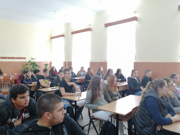 Suspendarea activităților didactice față în față a fost declarată ca nelegală de  un Tribunal românesc