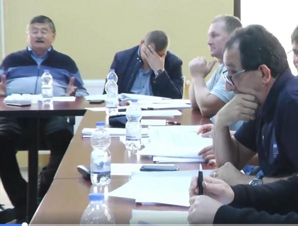 Infantilism. Primarul din Carei pune porecle singurului consilier care face opoziție. Video