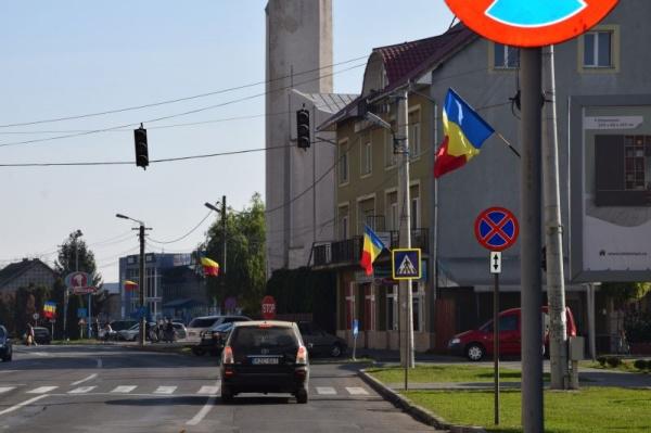 Steaguri tricolore la Carei la 75 de ani de la eliberarea de sub ocupația hortystă