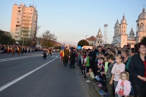 Mii de careieni au aniversat în stradă 75 de ani de la eliberarea orașului și Ziua Armatei