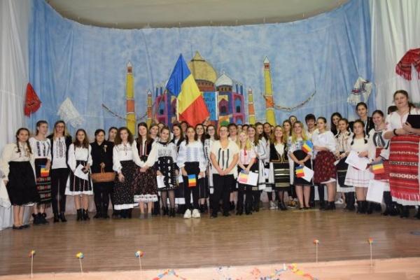 ,,Glasurile de români răsună,, la Liceul Tehnologic Iuliu Maniu de Ziua Națională a României. VIDEO