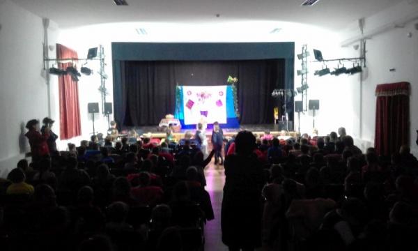 Spectacol pentru copii la Carei cu sala plină