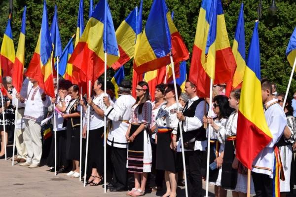 Continuă proiectul Bursele Români pentru Români