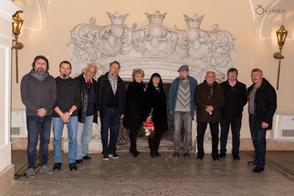 Vernisaj de expoziție de arte vizuale în ajun de Ziua Națională a României