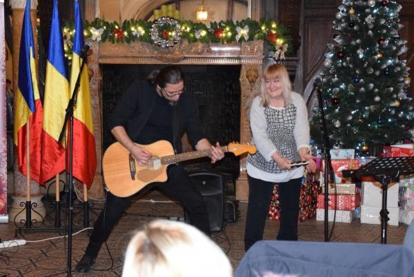 Recital Magda Puskas acompaniată de chitaristul Rareș Suciu