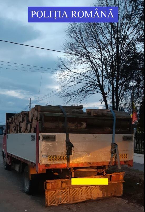 Poliția informează. Accident rutier, peste 120 de sancțiuni aplicate și confiscarea a 3 mc material lemnos