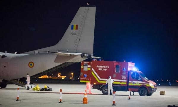 Dosar penal pentru cetățeanul depistat pozitiv cu coronavirus care s-a urcat într-un avion
