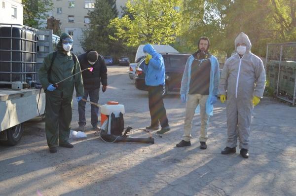 O nouă acțiune de dezinfecție a scărilor de bloc din Carei