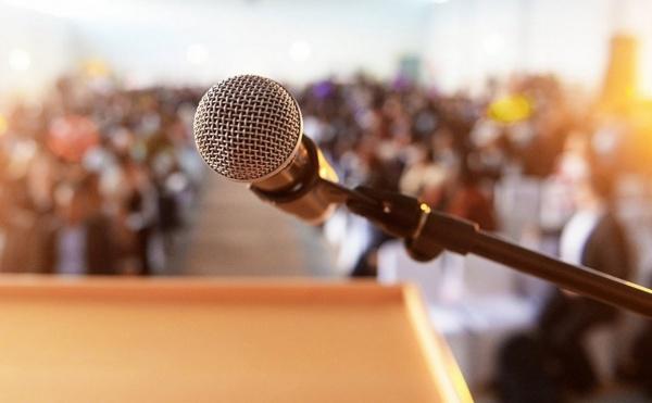 Program online de public speaking pentru elevi și studenți