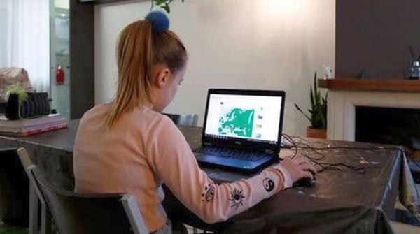Cartele gratuite de acces la internet pentru toți elevii din județul Satu Mare