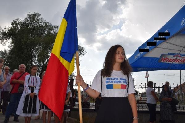 Poemul zilei. Fata care poartă steagul