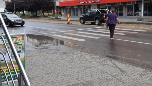 Atenție șoferi la pietonii de pe calea Mihai Viteazul din Carei!