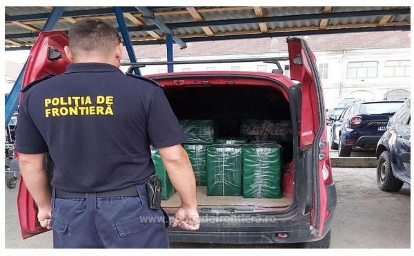 Țigări de contrabandă descoperite la Satu Mare într-o Dacia Logan