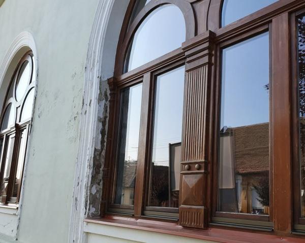 Așa arată la Carei o lucrare recepționată în cadrul unui proiect REGIO. Una dintre realizările primarului evazionist