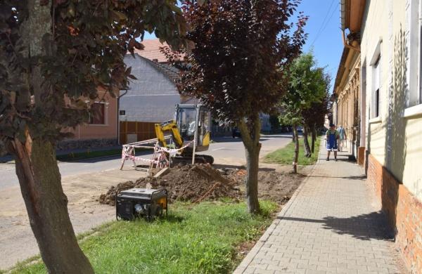 Se fură apă pe strada Vasile  Lucaciu din Carei ?