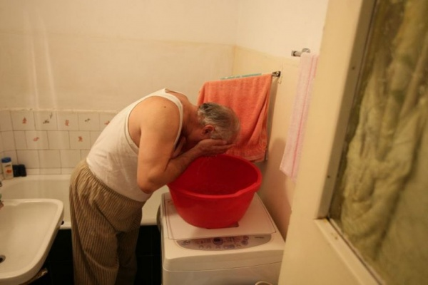 Careienii se revoltă: ,,am ajuns iarăși sa strângem apă în lighean,,