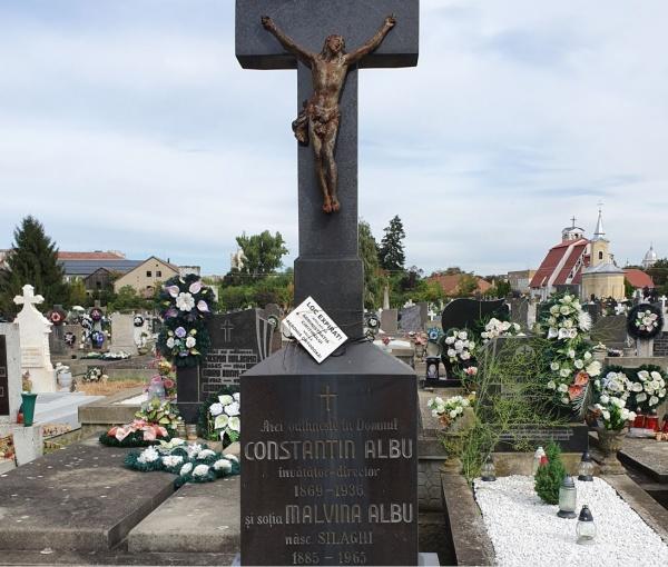Nici în mormânt nu au liniște la Carei dascălii români. Au dispărut mormintele protopopilor George și Romulus MARCHIȘ