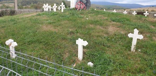 Un minor este făcut responsabil pentru distrugerea crucilor eroilor români de la Socond