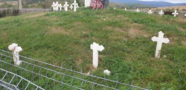 Crucile eroilor români din Țara Codrului au fost vandalizate