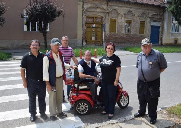 Felicitări tinerilor cu atitudine! Puține facilități la Carei pentru persoanele cu handicap locomotor