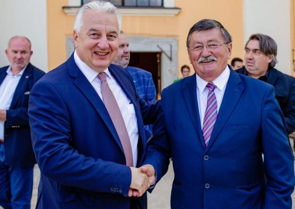 Candidatul UDMR pentru Primăria Carei:,,Mă bucur că am avut ocazia să mulțumesc personal vicepremierului Semjen Zsolt  pentru sprijinul acordat bisericilor reformate  și romano-catolice,,