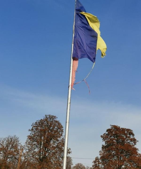 Drapel Național zdrențuit la Ianculești
