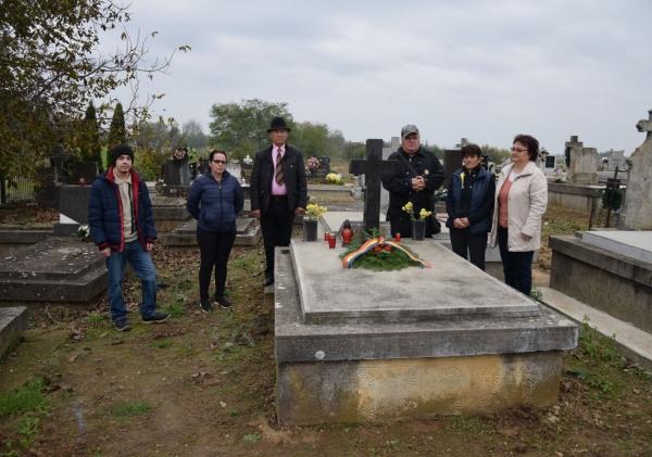 Despărţământul ASTRA Carei a depus jerbe de flori la mormintele ostașilor români. VIDEO