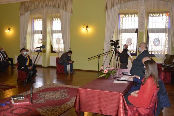 Constituirea Consiliului Local Carei. Doar 2 consilieri au depus jurământul cu mâna pe Constituție