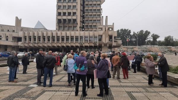 Protest în fața Prefecturii Satu Mare