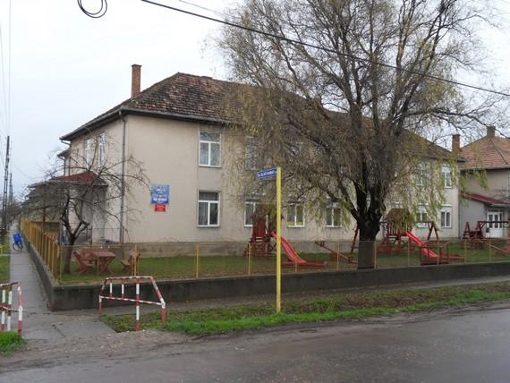 """Școala Gimnazială """"Fenyi Istvan"""" din Căpleni angajează doi îngrijitori"""