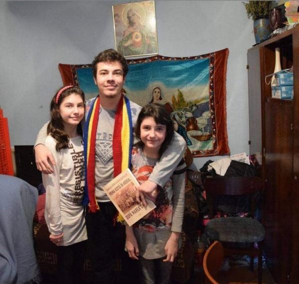 Alţi doi elevi vor beneficia de ,,Bursele Români pentru Români,,