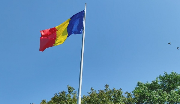 Un comunicat din 2013 anunța ridicarea  unui catarg de 48 m la Satu Mare