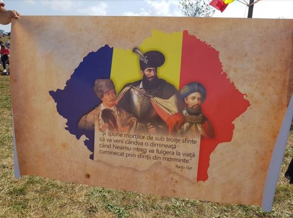 La Mulți Ani România! La mulți ani români oriunde v-ați afla!