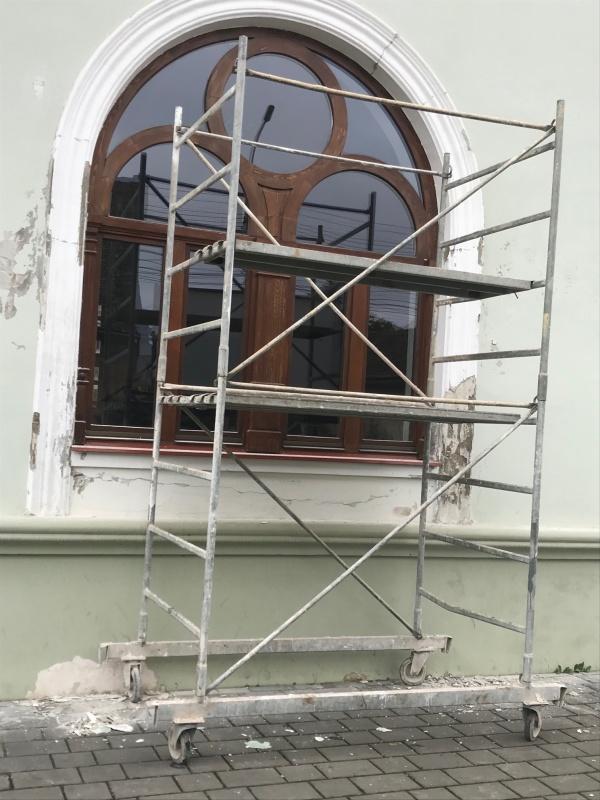 Se repară la Carei Casa de Cultură, una din realizările cu care se lăuda primarul evazionist și clica lui