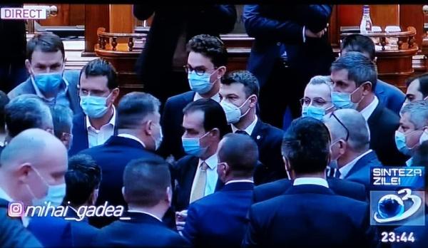 Blat în Parlament. Președintele Camerei Deputaților ales noaptea, după ce ședința a fost declarată închisă