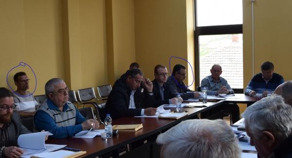 Lider de  grup UDMR din CL Carei vs. Analfabet funcțional consilier la Primăria Carei. Unul propune altul contestă aceeași persoană
