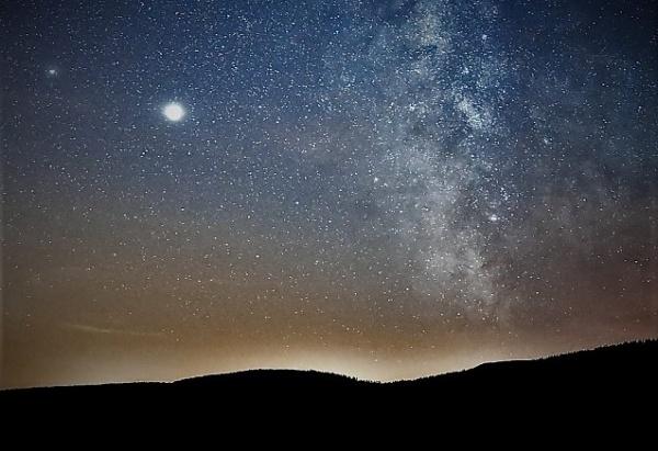 Nu ratați fenomenul astrologic extrem de rar din această seară! Lumina asemănătoare Stelei de la Betleem va străluci după 794 de ani
