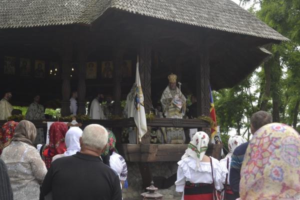 Episcopul Maramureșului și Sătmarului liturghisește joi la Mănăstirea din Scărișoara Nouă