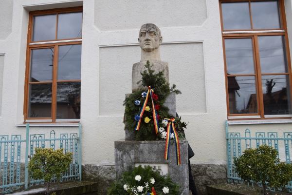 Flori tricolore din partea ASTRA Carei la 169 de ani de la nașterea românului patriot Vasile Lucaciu