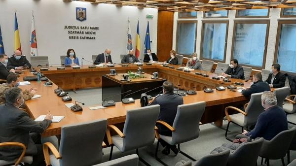Întrunire față în față la Prefectură pe tema centrelor de vaccinare din județul Satu Mare